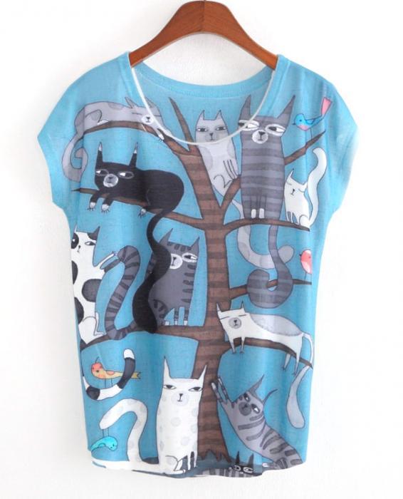 Camiseta gatos en árbol