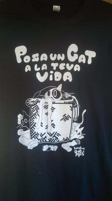 Camiseta cesto ropa